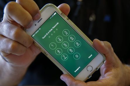 APPLE IPHONE-ENCRYPTION-CRIMESHOP.jpg
