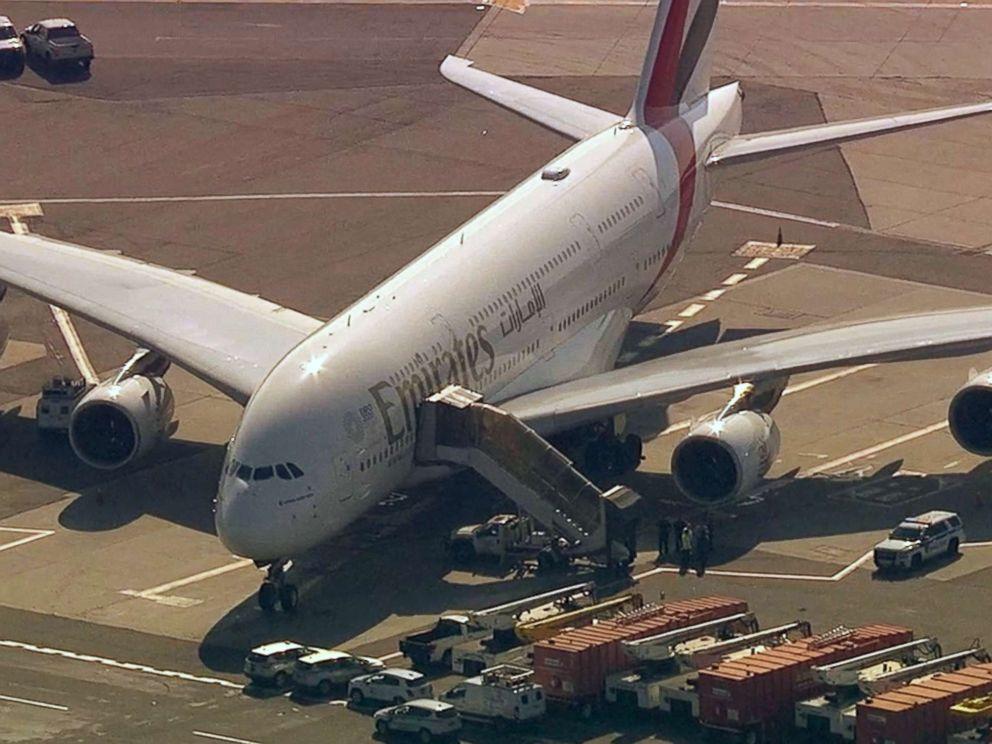 uae-plane-from-dubia-sick-passengers-crimeshop.jpg