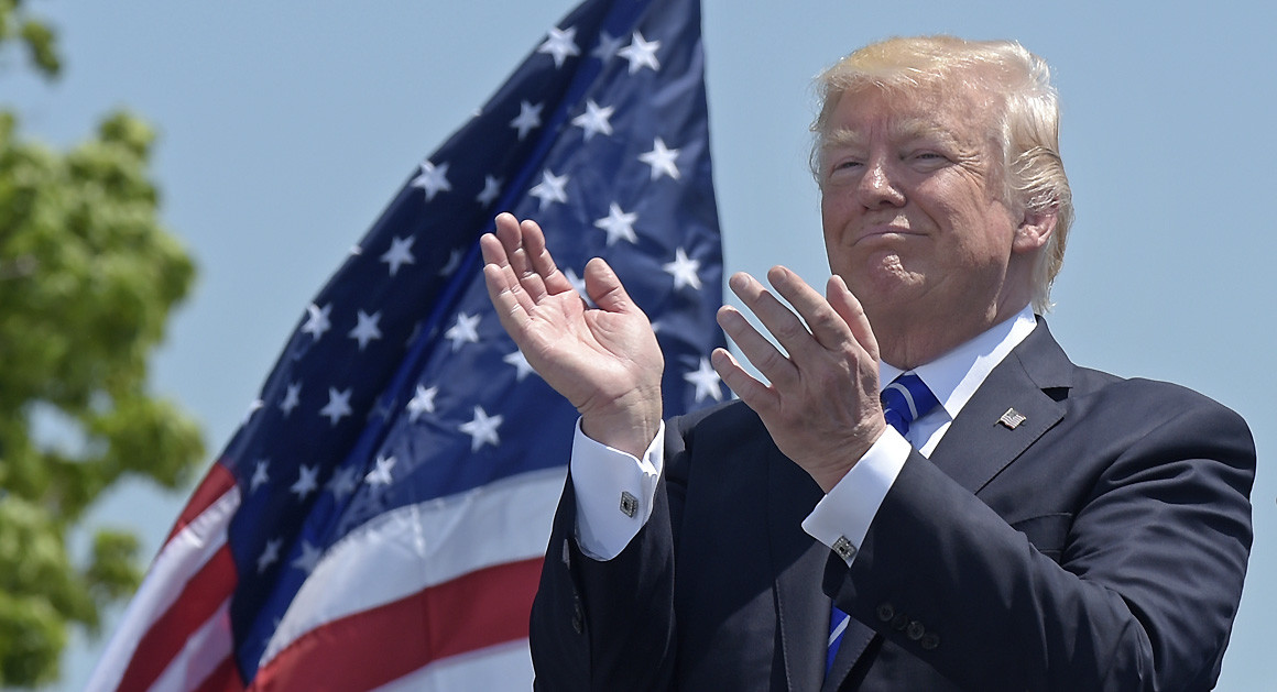 idiot-trump-crimeshop