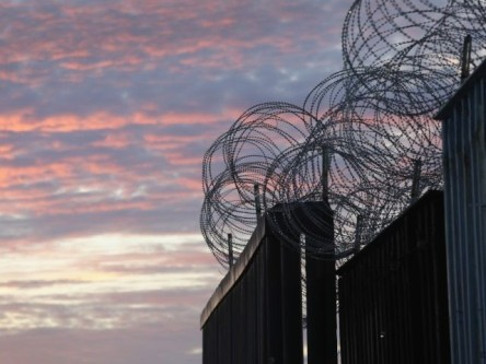 razor-wire-border-wall-crimeshop