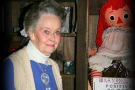lorraine-Warren-with-annabelle-crimeshop