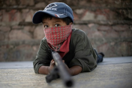 Mexican-Kids-Take-up-arms-to-fight-cartels-crimeshop